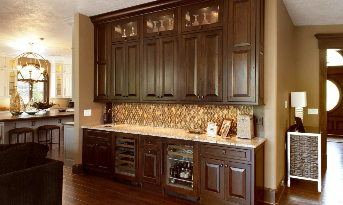 spacious-and-distinctive-chesapeake-family-wetbar_view1-min
